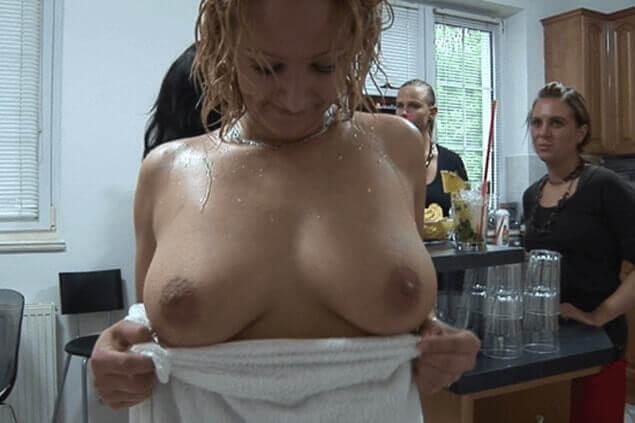 Reife Swinger Lady mit pralle Titten auf privatem Sex Foto